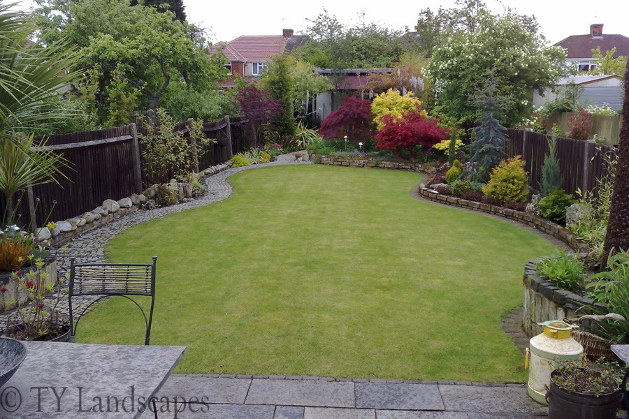 Ty land scape gardens for Garden designs for small gardens uk